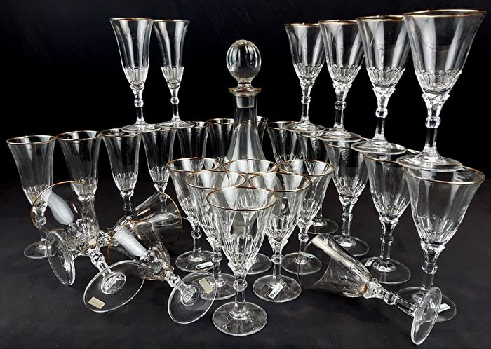 "Cristalleria artistica ""Cristall"" di Napoli - Elegant vintage service of flute glasses-wine glasses- water and bottle glasses (29) - Crystal with 24 kt gold edging"