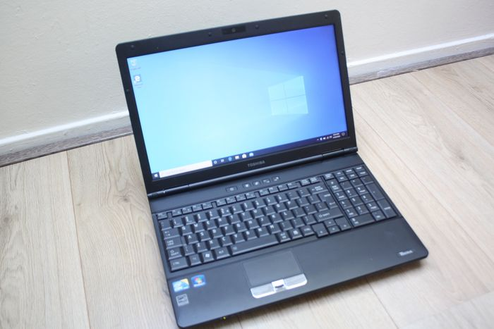 Toshiba Tecra A11 notebook - Intel Core i3 2.26Ghz, 4GB RAM, 160GB HDD, Windows 10 - with charger