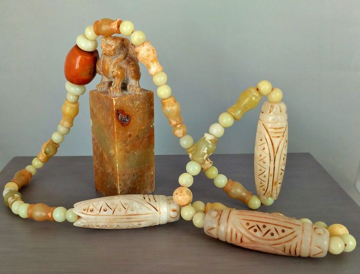 """Large """"Mala"""" Necklace in Hard Stone and Agate - 61 Pearls adorned with 3 Cicada Amulets (Cicada) (1) - Hard stone - Agate (231.1 g)"""