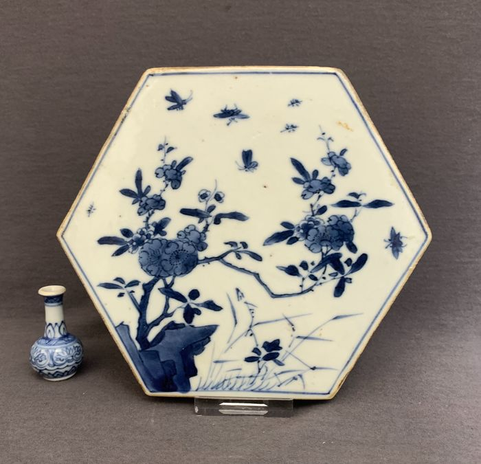 Tile - Porcelain - Chinese - Hexagonal - Peonies, grasses, moths and insects - Thickly potted, massive - China - Kangxi (1662-1722)