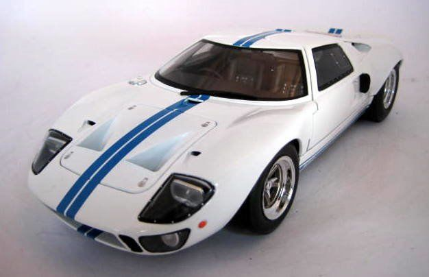 Solido - 1:18 - Ford GT40 Widebody White & Blue - Mint Boxed - Beperkte editie