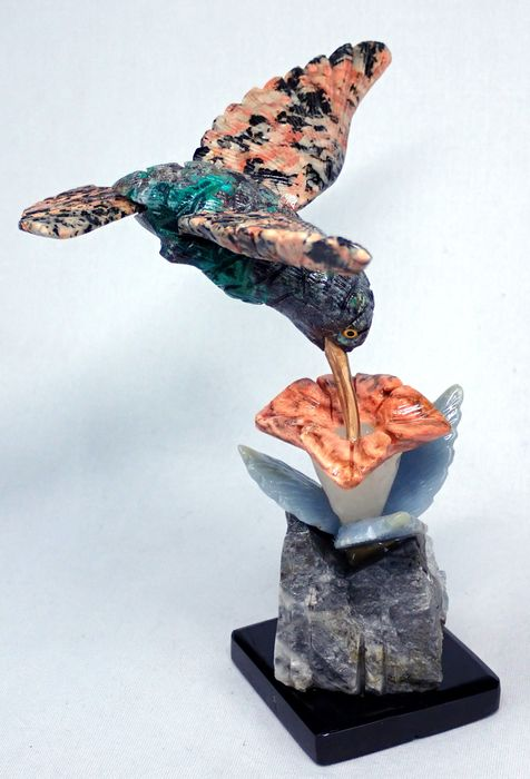 Beautiful Flying Hummingbird  + Stand (Highly Detailed) - 14.5×12×10 cm - 291.1 g