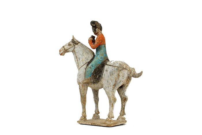 Mingqi - Terracotta - Extremely Rear Painted Pottery Equestrian Musician Palying Pai Xiao, Tl test, H- 35 cm. - China - Tang Dynasty (618-907)