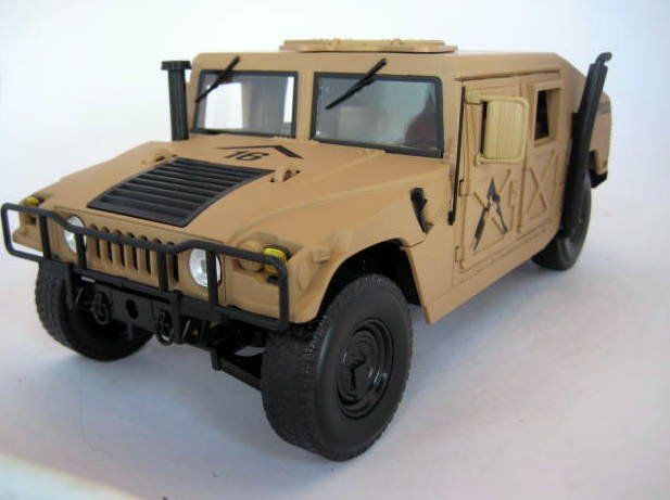Auto World - 1:18 - Humvee HMMWV Desert Tan Military Police - Limited Edition  - Mint Boxed