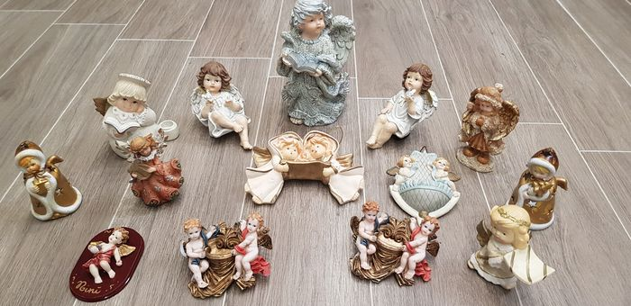 14 guardian angels - statuettes and acuasantiere - various shapes and sizes - ceramic, plaster, resin e legno