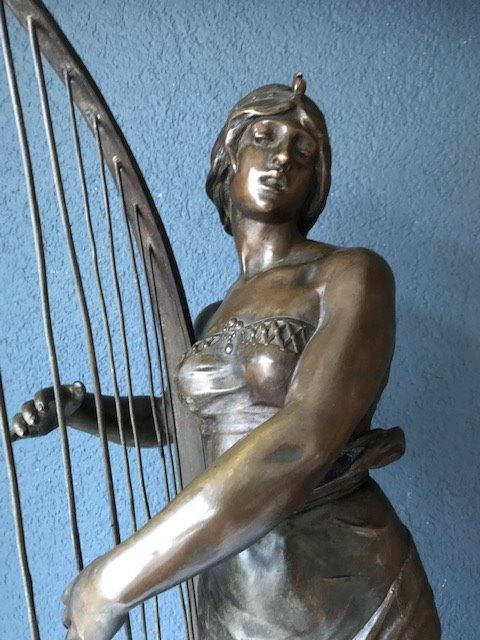 """Georges Charles Coudray (1862 - 1932) - Impressive Statue - """"Tahoser"""" - Egyptian harpist - Bronze (patinated) - Late 19th century"""