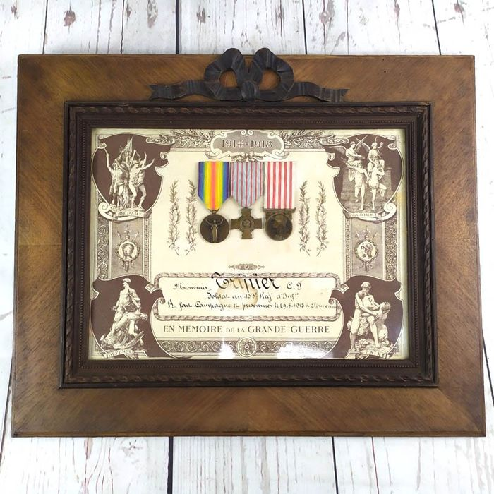France - Army/Infantry - Framed set with three medals - 1918