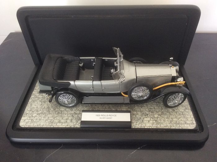 Franklin Mint - Rolls-Royce Silver Ghost 1925 Scale - 24 carat gold, metal and plastic