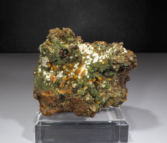 Wulfenite Cristais sob matriz - 10×7×6 cm - 450 g - (1)