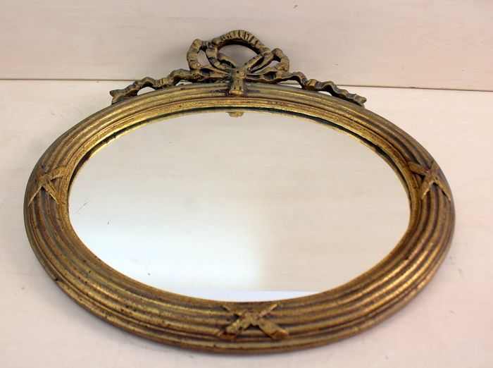 An oval mirror with a crest - Glass, Wood