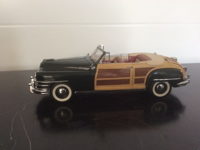 Franklin Mint - Chrysler Town & Country 1948 - Metal and plastic