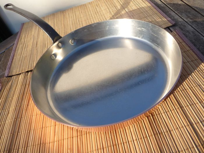 Beautiful professional large thick and heavy frying pan (1963 g) diagonally 28 cm - Copper