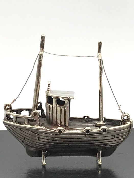 Handmade silver miniature old fishing boat - Silver