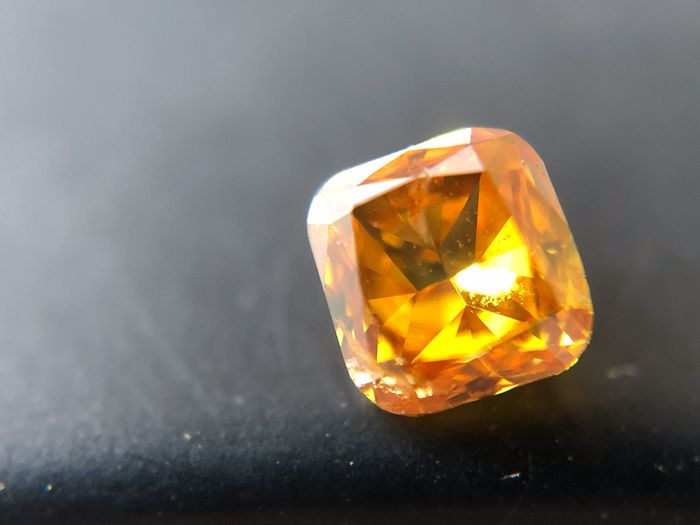 1 pcs Diamante - 0.12 ct - Cojín - fancy vivid yellowish orange - I1