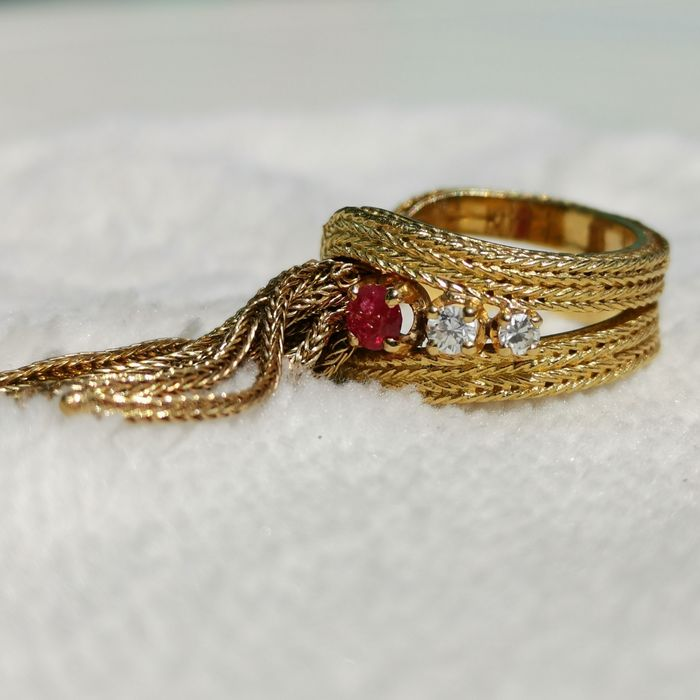 18 kt. Gold - Ring - 0.15 ct Ruby - Diamonds