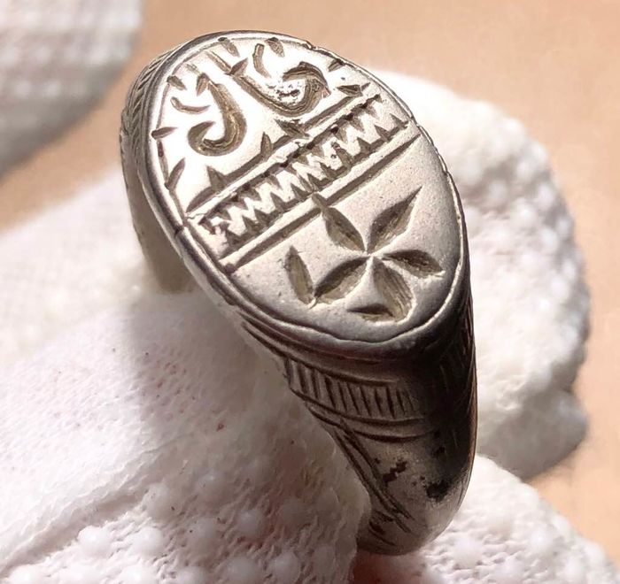 Crusaders Era Silver Massive Ring with an Image of Lily divided from a thick wavy border and The Star of Bethlehem above.