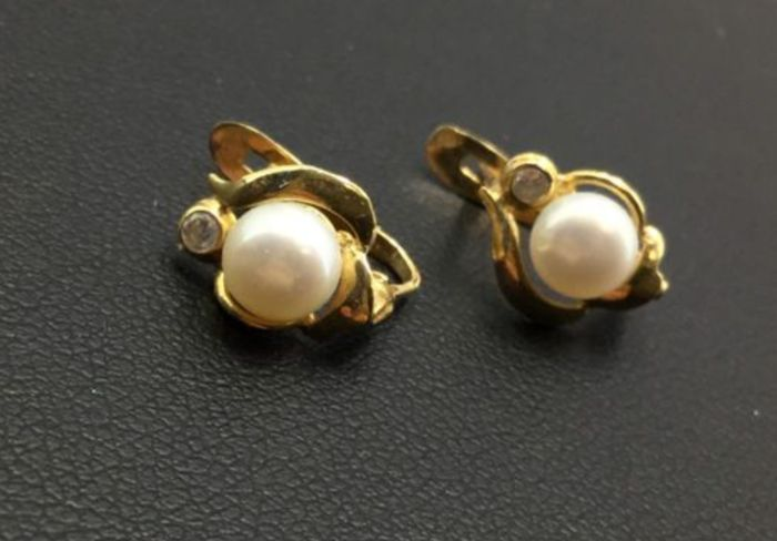 18 kt. Gold, Natural pearls, Yellow gold - 0.04 ct Diamond - Pearls