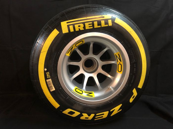 Pirelli , O.Z - Formula One - 2018 - Tire complete on wheel