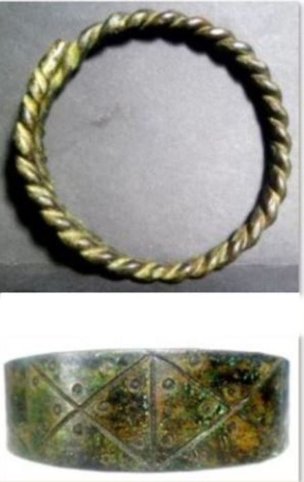 Viking culture. Bronze 2 Bracaletes - 25×90×90 mm - (2)