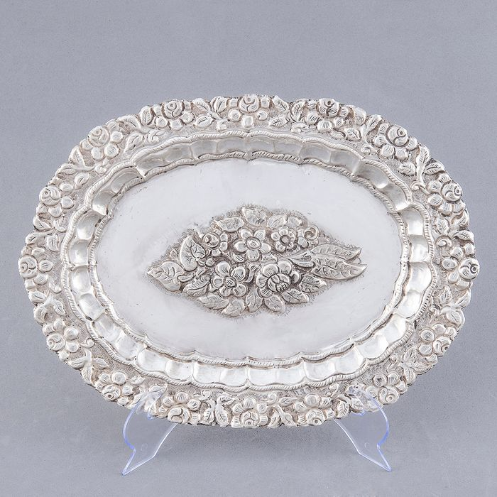 Decorative Tray - .925 silver - 327 gr. - Spain - Early 19th century