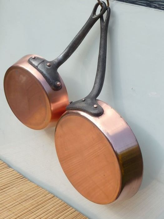 Beautiful thick and heavy frying pans (1524 g) diagonally 20 and 15.5 cm - Copper