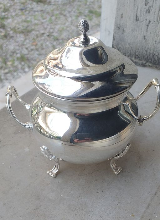 Sugar pot, Ancient Tuscany 1960s entirely handmade in empire style - .800 silver, 213 gr With feet and handles - Italy - 1960