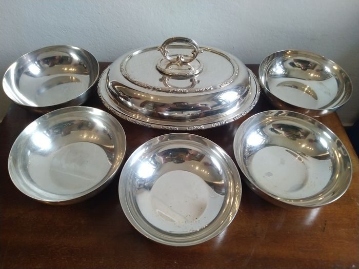 Christofle - H&M Sheffield - Vegetable dish and bowls (6) - Silverplate