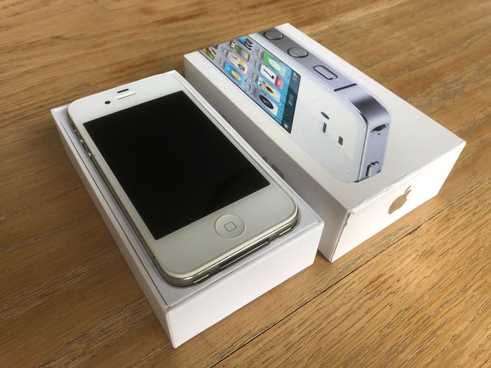 Apple iPhone 4S - White, 16GB - Model A1387 - iPhone
