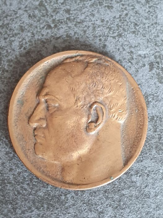 Italy - Dux Mussolini Medal greeting to the King