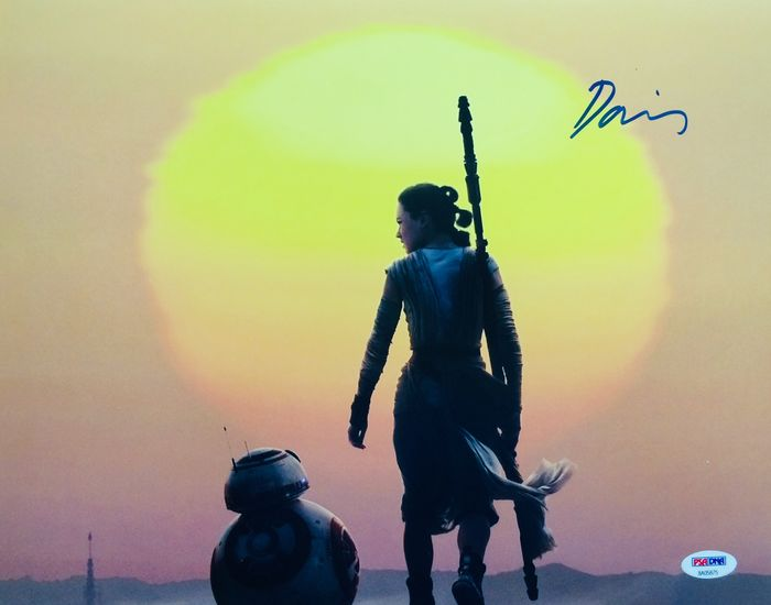 Star Wars - Daisy Ridley (Rey)  - Autograph, Photogrph Signed with COA
