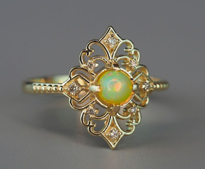 14 kt. Gold - Ring - 0.70 ct Opal - Diamonds