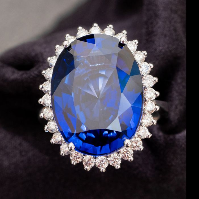 ***No Reserve Price*** Large Oval Sapphire Diamond Ring - 14 kt. White gold - Ring - 25.00 ct Sapphire - Diamonds, 1.02ct Natural DIamonds - D / VVS