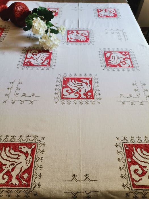 hand embroidered tablecloth with cross stitch - Late 20th century