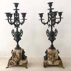 Two cast iron candlestick, five candle holders - Marble