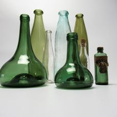 19th century collection - Eight bottles - Glass