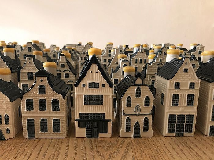 KLM houses, Complete collection of KLM houses, numbers 1 to 92 - Earthenware, Delft Blue