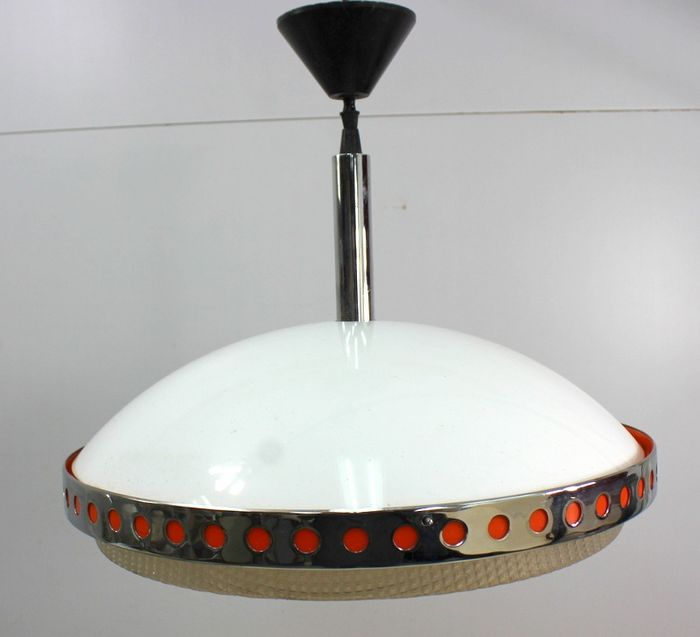 A round plastic hanging lamp from the 1950s