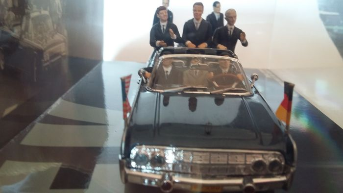 MiniChamps - 1:43 - Lincoln Continental Presidential Parade Vehicle x-100 Berlin 1963