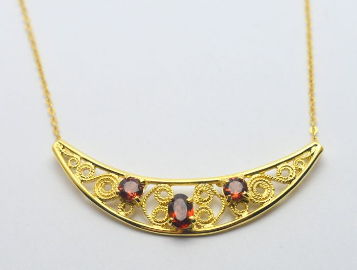 333 Yellow gold - Necklace with pendant - 1.00 ct Garnet