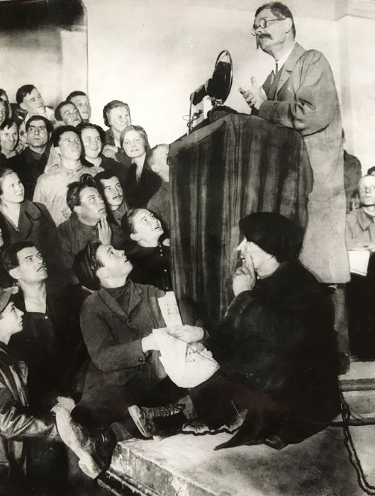 Unknown - Maxim Gorky with young authors (students), ca 1930