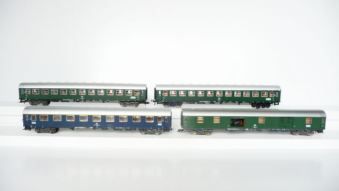 Fleischmann H0 - 5101 / 5103K / 5104 - Passenger carriage - 3 Passenger cars and 1 luggage car, 3 with lighting and 2 with figures - DB