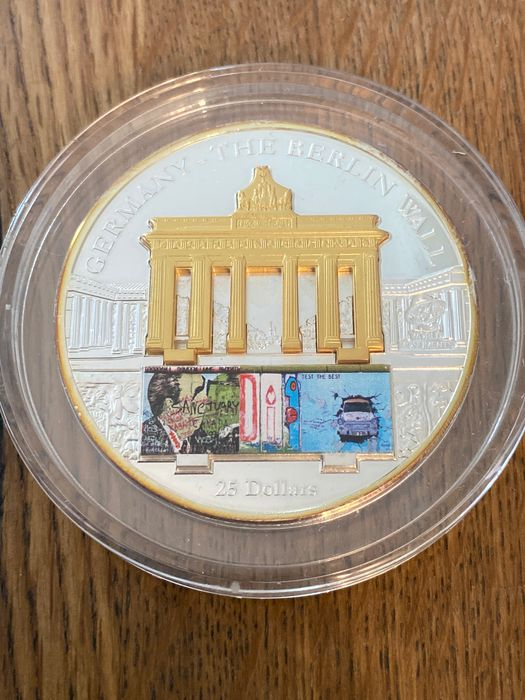 Cook Islands - 25 Dollar  2009 'The Berlin Wall' 106,2 g - Silver