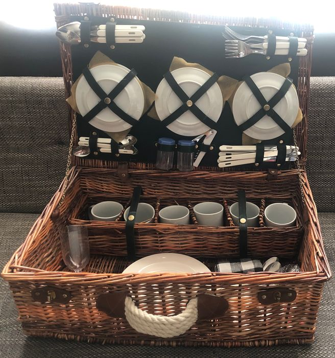 Picnic basket for four people - woven wicker, textile, leather - Reed