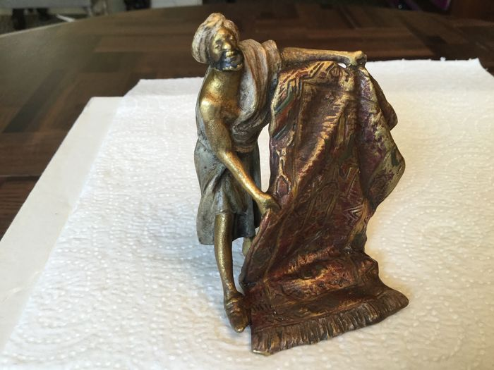 Sculpture, bronze of Vienna - The carpet merchant - Bronze (cold painted) - Early 20th century