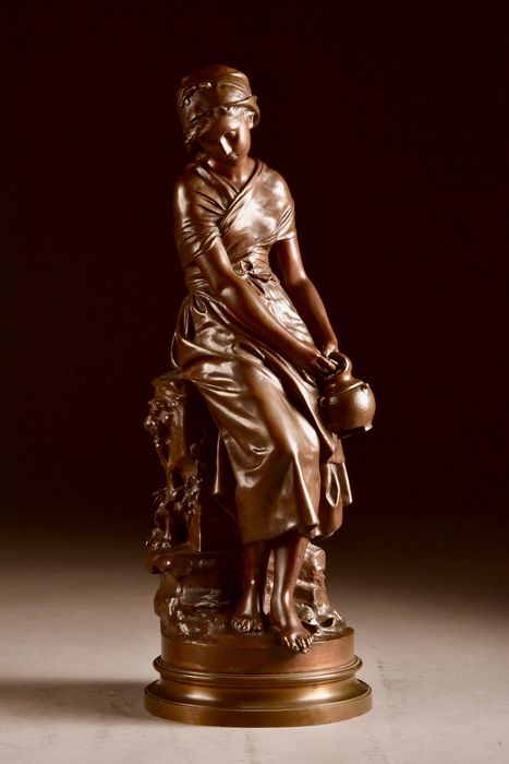 Mathurin Moreau (1822-1912)  - Sculpture, Young girl with jug - 53 cm - Bronze (patinated) - Late 19th century