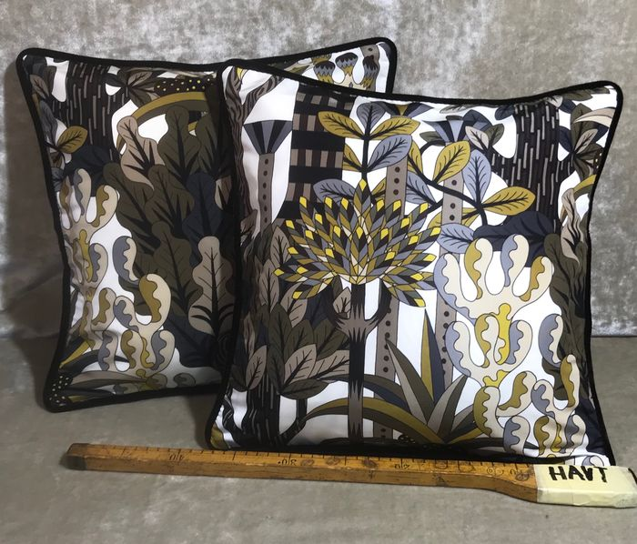Pair of cushions made with Hermès fabric Jardin d'Osier - Kussen (2)