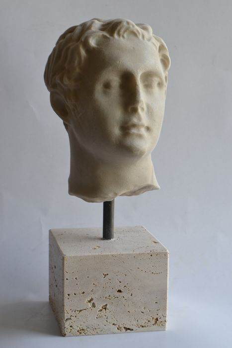 Sculpture, Classic style young man head - Marble - Second half 20th century