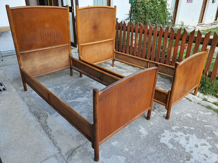 Single beds J.J. Kohn n.50 / L - Art Nouveau - Wood - First half 20th century