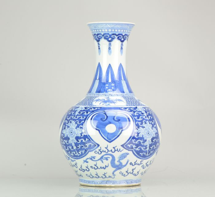 Vaas - Porselein - Chinese Vase Qing Dynasty 19th  Porcelain Marked - China - 19e eeuw