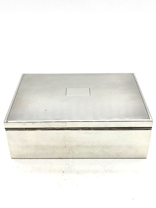 H.Hooykaas Schoonhoven 1929 - Sturdy antique Dutch silver Cigarette box with cartouche. - Silver
